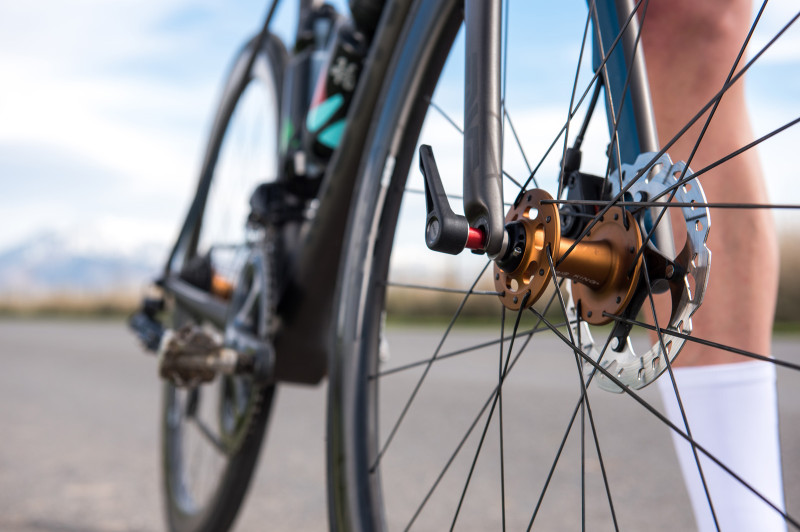 ENVE_SpeedRelease_Action_3_Lo-800x532